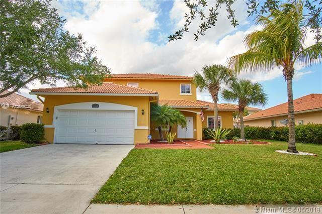 16907 Crestview Ln, Weston, FL 33326 (MLS #A10689303) :: The Teri Arbogast Team at Keller Williams Partners SW