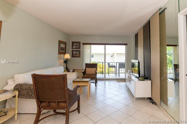 3004 NE 5th Ter 312-C, Wilton Manors, FL 33334 (MLS #A10690292) :: The Paiz Group