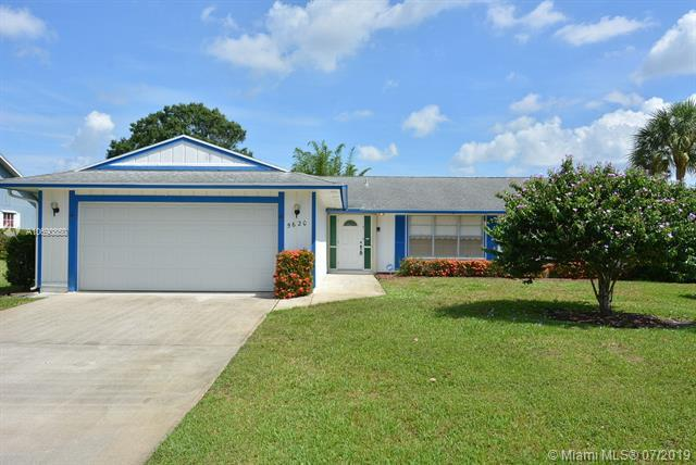5620 SE Paramount Dr, Stuart, FL 34997 (MLS #A10690850) :: The Paiz Group