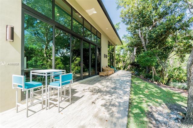 6961 SW 62nd St, Miami, FL 33143 (MLS #A10692628) :: Castelli Real Estate Services