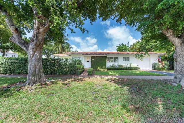 101 Sarto Ave, Coral Gables, FL 33134 (MLS #A10693068) :: Laurie Finkelstein Reader Team