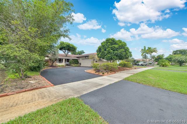 1115 N 46th Ave, Hollywood, FL 33021 (MLS #A10693707) :: Berkshire Hathaway HomeServices EWM Realty
