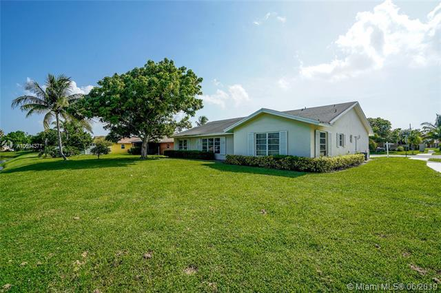 3880 E Beresford, West Palm Beach, FL 33417 (MLS #A10694371) :: Green Realty Properties