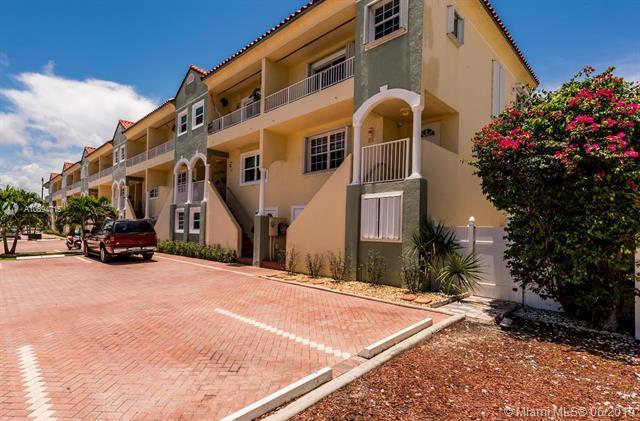 335 Virginia St, Hollywood, FL 33019 (MLS #A10694715) :: Green Realty Properties
