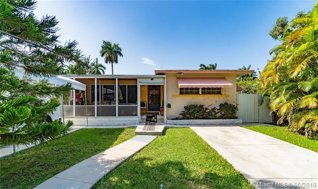 1335 Jackson St, Hollywood, FL 33019 (MLS #A10695096) :: GK Realty Group LLC