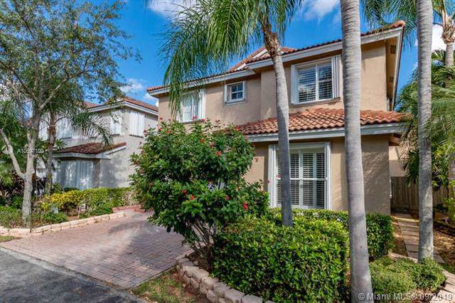 1115 Lyontree St, Hollywood, FL 33019 (MLS #A10697109) :: Ray De Leon with One Sotheby's International Realty