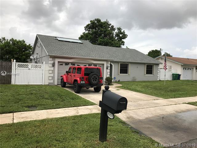 8351 NW 45th Ct, Lauderhill, FL 33351 (MLS #A10699932) :: Laurie Finkelstein Reader Team