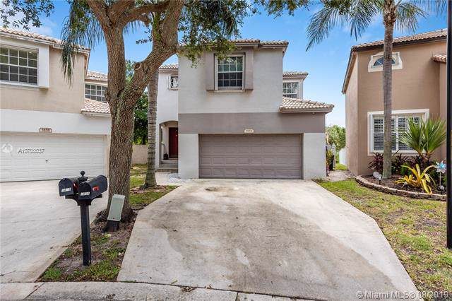 5854 Eagle Cay Cir, Coconut Creek, FL 33073 (MLS #A10700037) :: Berkshire Hathaway HomeServices EWM Realty