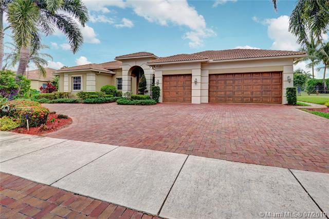 4268 SW 141 Ave, Davie, FL 33330 (MLS #A10700238) :: Grove Properties