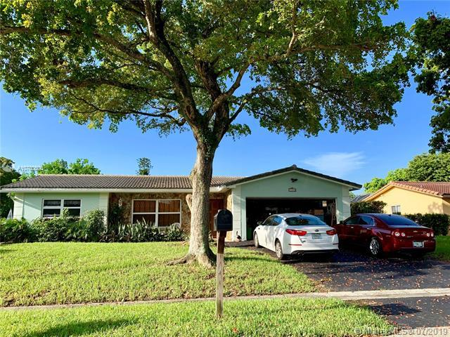 11040 NW 43rd Ct, Coral Springs, FL 33065 (MLS #A10700500) :: Grove Properties