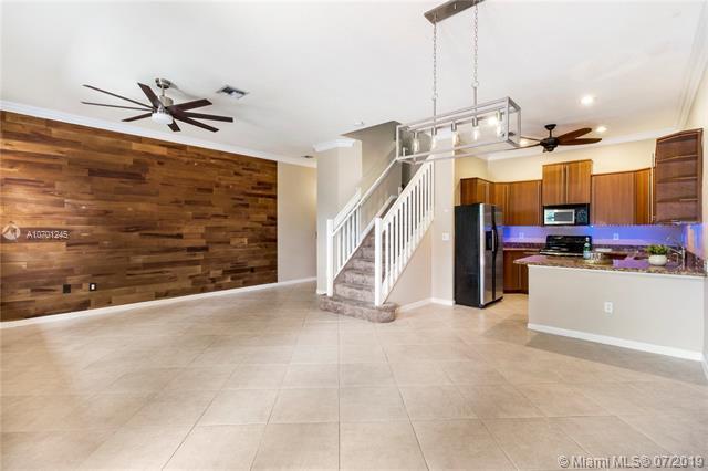 3020 NE 5th Ter #8, Wilton Manors, FL 33334 (MLS #A10701245) :: Green Realty Properties