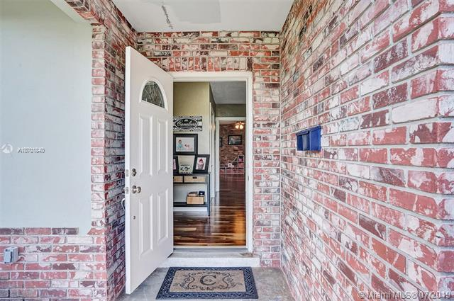 6720 SW 11th St, Plantation, FL 33317 (MLS #A10701840) :: Grove Properties