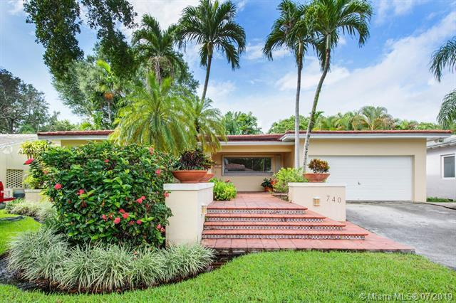 740 Palermo Ave, Coral Gables, FL 33134 (MLS #A10701937) :: The Maria Murdock Group