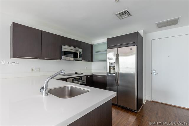 90 SW 3rd St #2701, Miami, FL 33130 (MLS #A10703104) :: Berkshire Hathaway HomeServices EWM Realty