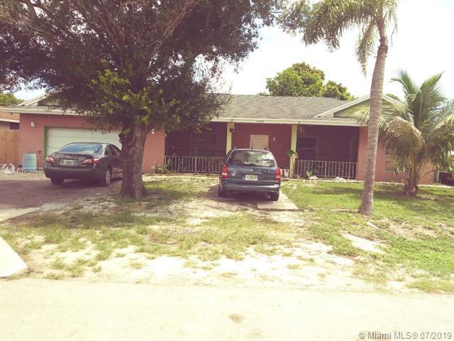 2004 Avienda Ave, Fort Pierce, FL 34946 (MLS #A10703375) :: Berkshire Hathaway HomeServices EWM Realty