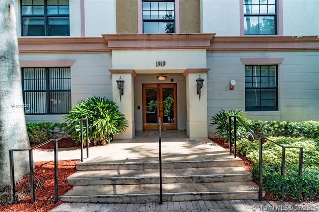 1919 Van Buren St 210A, Hollywood, FL 33020 (MLS #A10704293) :: Berkshire Hathaway HomeServices EWM Realty