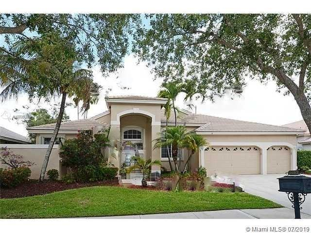 2682 Edgewater Ct, Weston, FL 33332 (MLS #A10706035) :: Ray De Leon with One Sotheby's International Realty