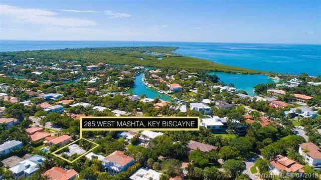 285 W Mashta Dr, Key Biscayne, FL 33149 (MLS #A10709876) :: Ray De Leon with One Sotheby's International Realty