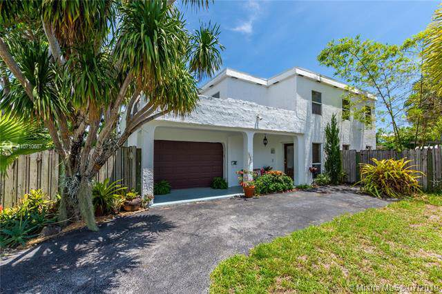1795 NE 33rd St, Oakland Park, FL 33334 (MLS #A10710687) :: Ray De Leon with One Sotheby's International Realty