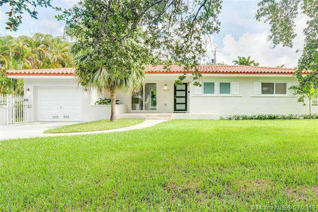 1525 Palancia Ave, Coral Gables, FL 33146 (MLS #A10711750) :: Grove Properties