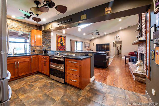 11430 NW 25th St, Plantation, FL 33323 (MLS #A10712520) :: Grove Properties