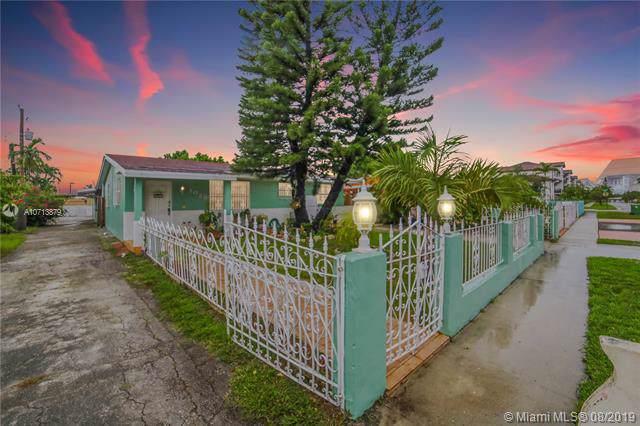 1025 W 33 PL, Hialeah, FL 33012 (MLS #A10713879) :: Ray De Leon with One Sotheby's International Realty
