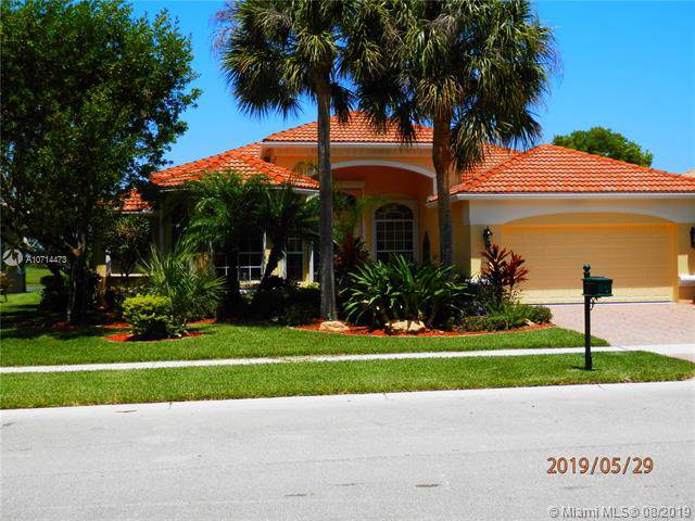 6875 Milani St, Lake Worth, FL 33467 (MLS #A10714473) :: Ray De Leon with One Sotheby's International Realty