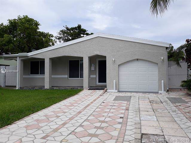 5425 NE 6th Ave, Oakland Park, FL 33334 (MLS #A10715057) :: Ray De Leon with One Sotheby's International Realty
