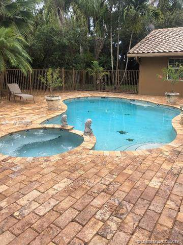 15720 SW 56th St, Southwest Ranches, FL 33331 (MLS #A10716235) :: RE/MAX Presidential Real Estate Group