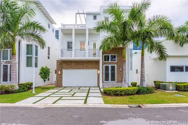 8237 NW 34th Dr, Doral, FL 33122 (MLS #A10718021) :: Grove Properties