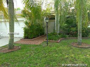 13166 NW 18th St, Pembroke Pines, FL 33028 (MLS #A10718750) :: The Kurz Team