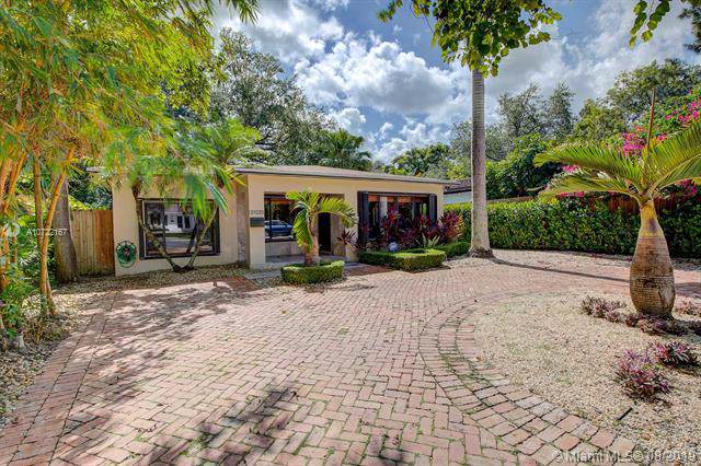 3825 S Le Jeune Rd, Coconut Grove, FL 33146 (MLS #A10722167) :: The Adrian Foley Group