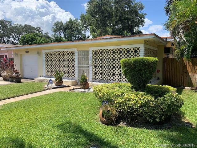 565 NE 161 ST, Miami, FL 33162 (MLS #A10726021) :: The Riley Smith Group
