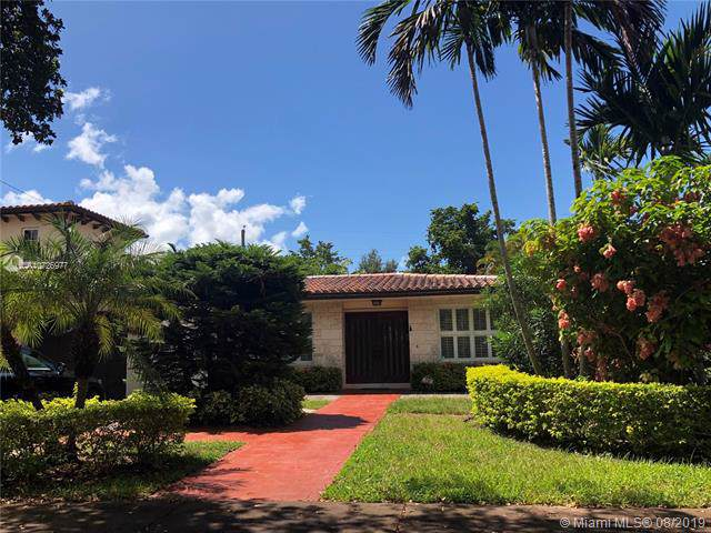 330 Camilo Ave, Coral Gables, FL 33134 (MLS #A10726977) :: The Adrian Foley Group