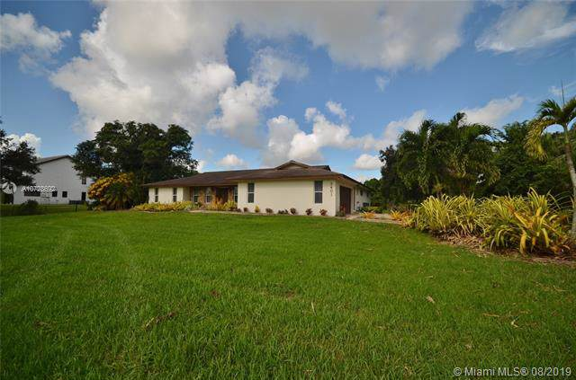 3401 SW 117th Ave, Davie, FL 33330 (MLS #A10728692) :: The Riley Smith Group