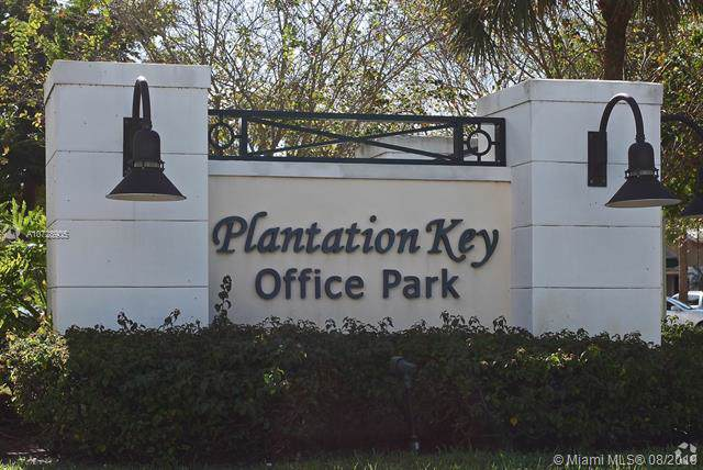 1368 N University Dr, Plantation, FL 33322 (MLS #A10728905) :: United Realty Group