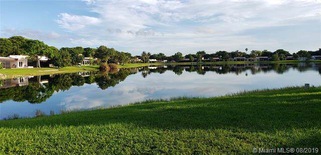 19400 E Lake Dr #19400, Hialeah, FL 33015 (MLS #A10729479) :: The Erice Group