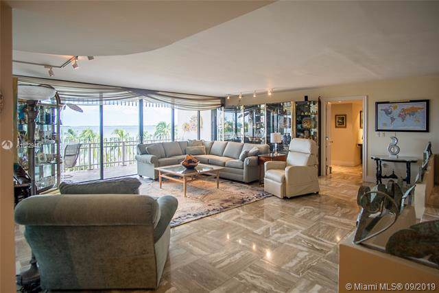 3 Grove Isle Dr C505/03, Coconut Grove, FL 33133 (MLS #A10729481) :: Ray De Leon with One Sotheby's International Realty