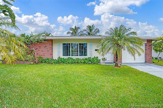 4744 NW 49th Ct, Tamarac, FL 33319 (MLS #A10730836) :: Ray De Leon with One Sotheby's International Realty