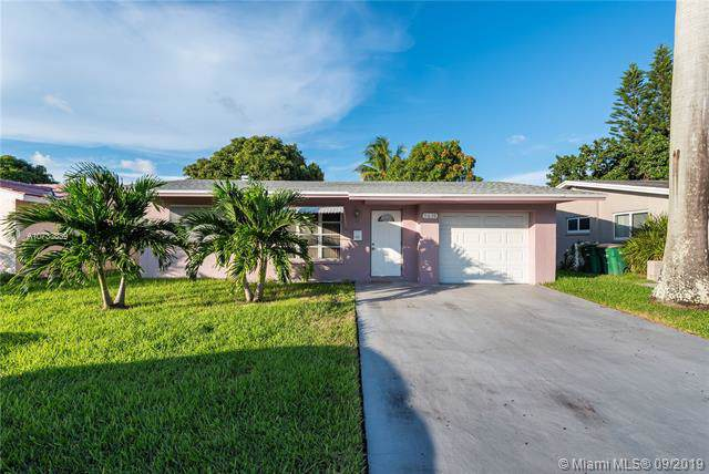 5610 NW 48th Way, Tamarac, FL 33319 (MLS #A10733839) :: The Kurz Team