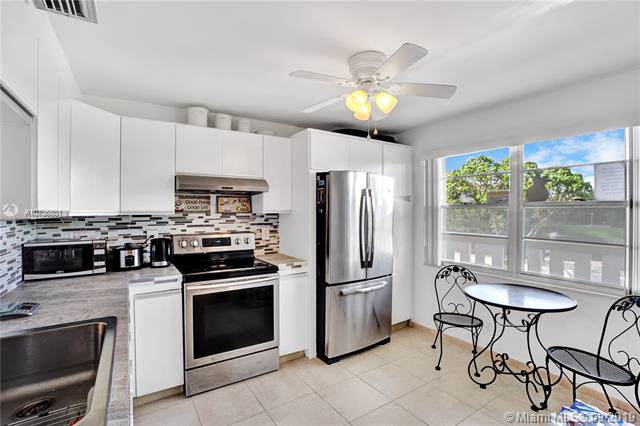 2102 Lucaya Bnd F3, Coconut Creek, FL 33066 (MLS #A10736801) :: Ray De Leon with One Sotheby's International Realty