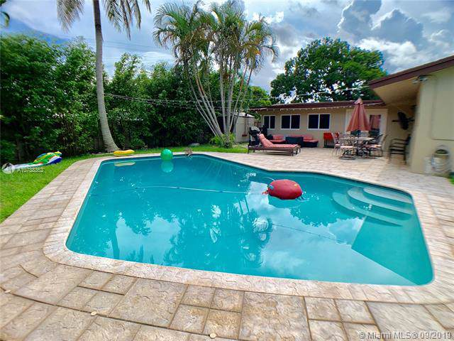 1701 N 46th Ave, Hollywood, FL 33021 (MLS #A10738362) :: The Paiz Group