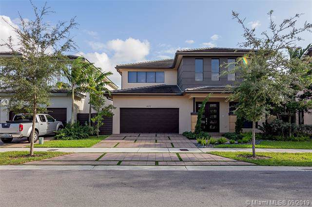 16170 SW 136th Way, Kendall, FL 33196 (MLS #A10742828) :: The Erice Group