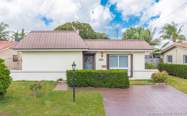 1720 N 47th Ave, Hollywood, FL 33021 (MLS #A10746796) :: The Paiz Group