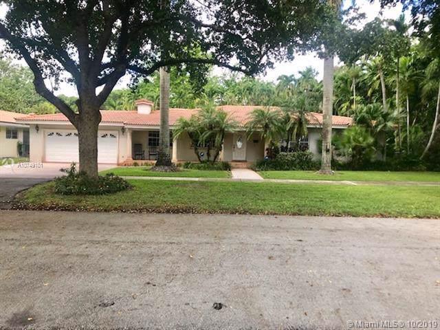 1555 Plasentia Ave, Coral Gables, FL 33134 (MLS #A10749101) :: The Paiz Group