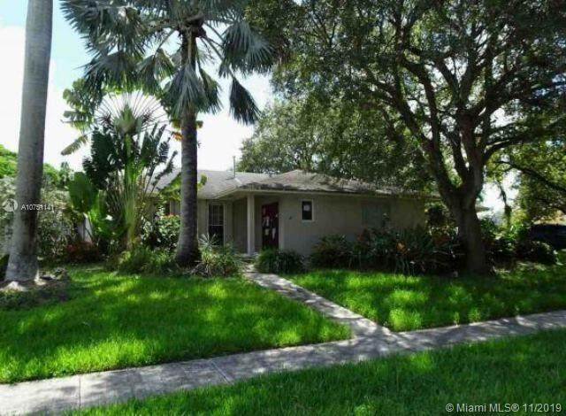 18301 SW 87th Ave, Palmetto Bay, FL 33157 (MLS #A10751141) :: Laurie Finkelstein Reader Team