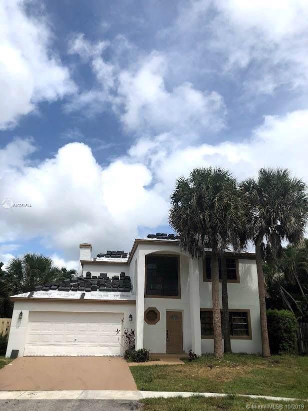 8801 SW 13th St, Pembroke Pines, FL 33025 (MLS #A10751614) :: The Rose Harris Group