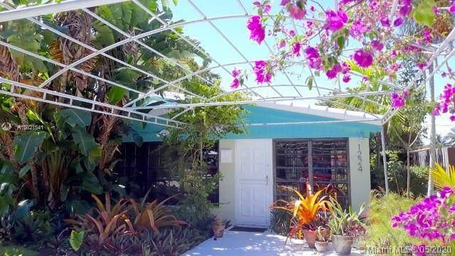 1224 NE 182nd St, North Miami Beach, FL 33162 (MLS #A10821541) :: Laurie Finkelstein Reader Team