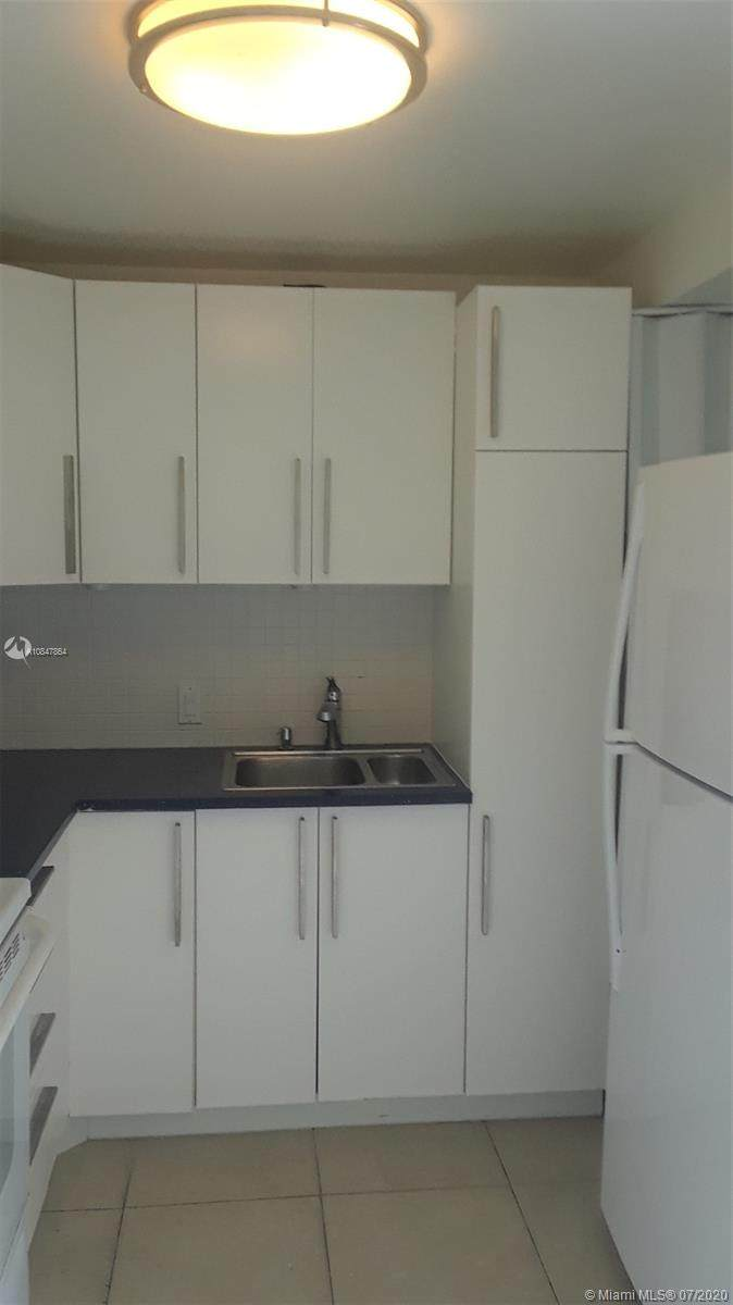 20500 Country Club Dr - Photo 1