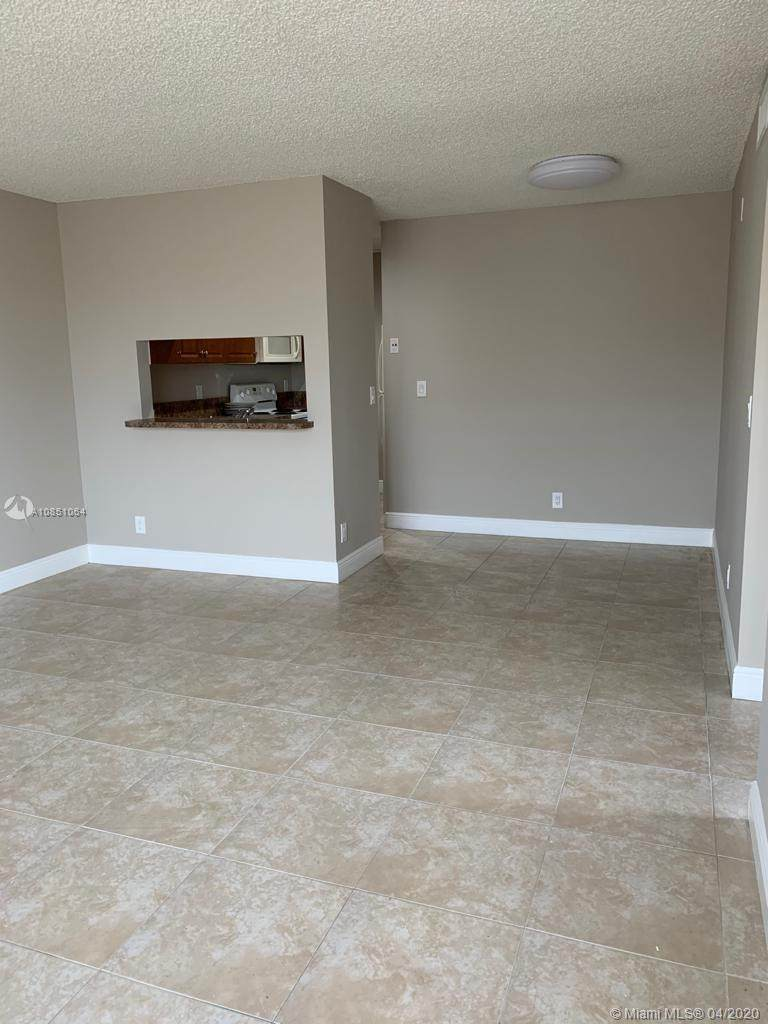 845 Twin Lakes Dr - Photo 1
